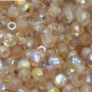 De glazen Fire Polished 3mm beads worden veel gebruikt in sieraden patronen en zijn te koop bij kralenwinkel Limited Edition in Den Haag in de kleur 00030/98584 etched.