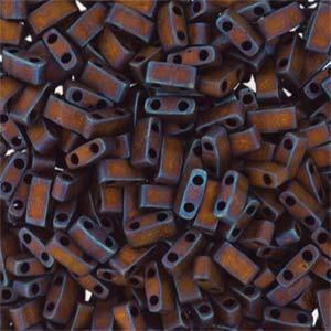Deze Miyuki Half Tilas zijn de helft van de normale Miyuki TIla beads en zijn te koop bij kralenwinkel Limited Edition in Den Haag in de kleur 2005.
