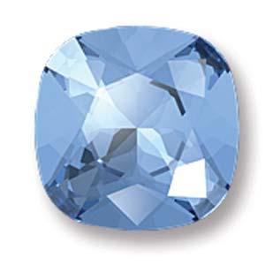 Deze vierkante swarovksi steen is te koop bij kralenwinkel Limited Edition in de kleur Light Sapphire Foiled.