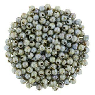 Deze ronde 2mm glaskralen worden vaak gebruikt in armband of ketting patronen en zijn te koop bij kralen winkel Limited Edition in Den Haag in de kleur P65431.