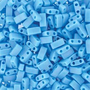Deze Miyuki Half Tilas zijn de helft van de normale Miyuki TIla beads en zijn te koop bij kralenwinkel Limited Edition in Den Haag in de kleur 0413FR.