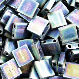 De Miyuki Tila glaskraal heeft twee gaten en is te koop bij kralenwinkel Limited Edition in Den Haag in de kleur 0401FR.