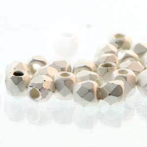 De glazen Fire Polished 2mm beads worden veel gebruikt in sieraden patronen en zijn te koop bij kralenwinkel Limited Edition in Den Haag in de kleur 00030/SLM.