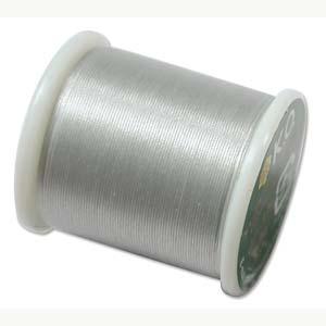 Dit KO draad is perfect om te gebruiken met kleine kraaltjes en is te koop bij kralenwinkel Limited Edition in Den Haag in de kleur licht grijs.