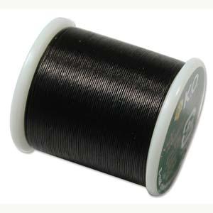 Dit KO draad is perfect om te gebruiken met kleine kraaltjes en is te koop bij kralenwinkel Limited Edition in Den Haag in de kleur zwart.