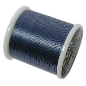 Dit KO draad is perfect om te gebruiken met kleine kraaltjes en is te koop bij kralenwinkel Limited Edition in Den Haag in de kleur Denim Blue.