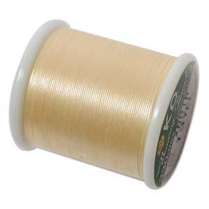 Dit KO draad is perfect om te gebruiken met kleine kraaltjes en is te koop bij kralenwinkel Limited Edition in Den Haag in de kleur geel.