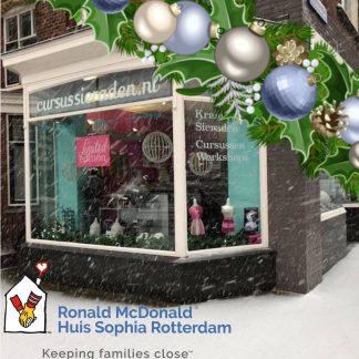 Met de kerstworkshop word er geld verzameld en aan een goed doel geschonken, in 2018 is dat het Ronald McDonald Huis in Rotterdam.