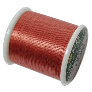 Dit KO draad is perfect om te gebruiken met kleine kraaltjes en is te koop bij kralenwinkel Limited Edition in Den Haag in de kleur Apricot.