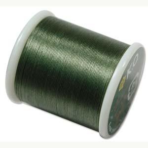 Dit KO draad is perfect om te gebruiken met kleine kraaltjes en is te koop bij kralenwinkel Limited Edition in Den Haag in de kleur Dark Olive.
