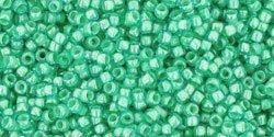 De rocaille 15/0 van het Japanse merk TOHO kan gebruikt worden om de gaafste sieraden mee te maken en zijn te koop bij kralenwinkel Limited Edition in Den Haag in de kleur TR-15-954.