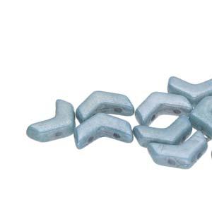 De Chevron Duo is een V-vormige met twee gaten die leuk te gebruiken is in patroontjes en is te koop bij kralenwinkel Limited Edition in Den Haag in de kleur 02010-14464.