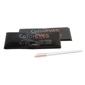 Doordat iedere naald van Coloreyes dezelfde kleur oog per maat heeft zijn ze heel makkelijk uit elkaar te houden en zijn te koop bij kralenwinkel Limited Edition in Den Haag in de maat #12.