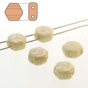 De Honeycomb is een zeshoekige kraal met twee gaten die leuk te gebruiken is in patroontjes en is te koop bij kralenwinkel Limited Edition in Den Haag in de kleur 03000-15481.