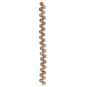 De Honeycomb is een zeshoekige kraal met twee gaten die leuk te gebruiken is in patroontjes en is te koop bij kralenwinkel Limited Edition in Den Haag in de kleur 03000-15695.