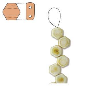 De Honeycomb is een zeshoekige kraal met twee gaten die leuk te gebruiken is in patroontjes en is te koop bij kralenwinkel Limited Edition in Den Haag in de kleur 03000-65401.