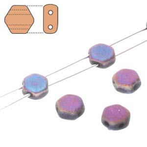 De Honeycomb is een zeshoekige kraal met twee gaten die leuk te gebruiken is in patroontjes en is te koop bij kralenwinkel Limited Edition in Den Haag in de kleur 23980-29583.