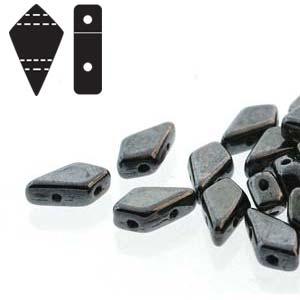 De Kite bead is een glaskraal met twee gaten in de vorm van een vlieger en is te koop bij kralenwinkel Limited Edition in de kleur fine 23980.-14400.