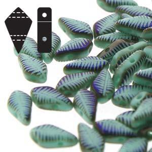 De Kite bead is een glaskraal met twee gaten in de vorm van een vlieger en is te koop bij kralenwinkel Limited Edition in de kleur fine 63120-22203F.