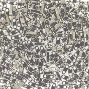 De Quarter Tila van het merk Miyuki is een vierde van de maat van de Tila bead en is te koop bij kralen winkel Limited Edition in Den Haag in de kleur 0190.