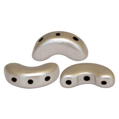 De Arcos® par Puca® van het merk les Perles par Puca® is te koop bij kralenwinkel Limited Edition in Den Haag in de kleur Metallic Mat Beige.