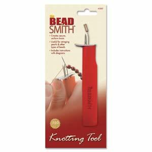 Met de EZ Knotting tool kun je eenvoudig knopen maken en is te koop bij kralenwinkel Limited Edition in Den Haag.