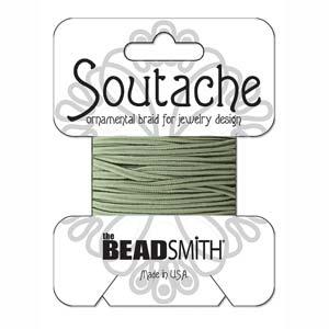 Dit 3mm Soutache koord van Beadsmith word op kaartjes verkocht bij kralenwinkel Limited Edition in Den Haag in de kleur Sage.