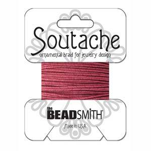 Dit 3mm Soutache koord van Beadsmith word op kaartjes verkocht bij kralenwinkel Limited Edition in Den Haag in de kleur Merlot.