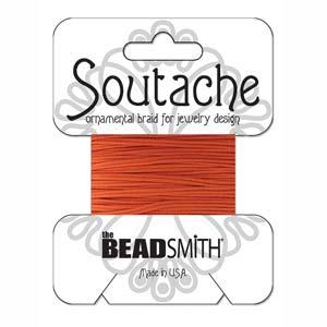 Dit 3mm Soutache koord van Beadsmith word op kaartjes verkocht bij kralenwinkel Limited Edition in Den Haag in de kleur Saffron.