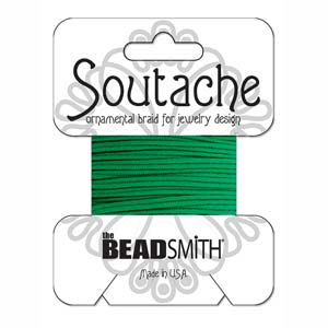 Dit 3mm Soutache koord van Beadsmith word op kaartjes verkocht bij kralenwinkel Limited Edition in Den Haag in de kleur Dragon Green.