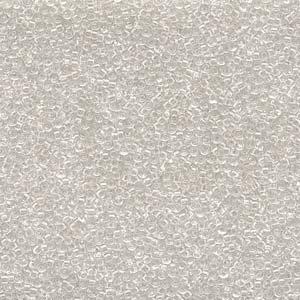 De rocaille seed bead van het Japanse merk Miyuki is te koop bij kralenwinkel Limited Edition in Den Haag in de maat 15-0131 Crystal.