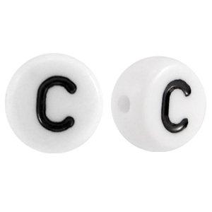 Deze wit zwarte acryl letter kralen zijn te koop bij kralenwinkel Limited Edition in Den Haag in de vorm van een c.