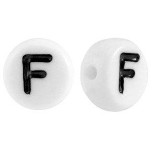 Deze wit zwarte acryl letter kralen zijn te koop bij kralenwinkel Limited Edition in Den Haag in de vorm van een f.