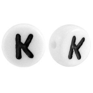 Deze wit zwarte acryl letter kralen zijn te koop bij kralenwinkel Limited Edition in Den Haag in de vorm van een k.