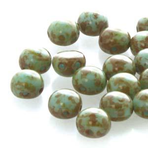 Deze 8mm Candy bead van Preciosa heeft twee gaten en is te koop bij kralenwinkel Limited Edition in Den Haag in de kleur 63020/86800.