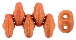De MiniDuo van Matubo heeft twee gaatjes en is te koop bij kralenwinkel Limited Edition in Den Haag in de kleur 24102AL.