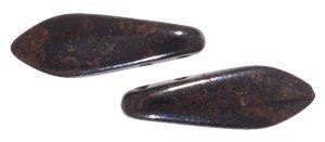 De CzechMates Two Hole Daggers glaskraal word veel gebruikt in sieraad patronen en is te koop bij kralenwinkel Limited Edition in Den Haag in de kleur FI23980.