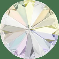 Deze ronde Rivoli steen van Swarovski heeft een puntige achterkant en is te koop bij kralenwinkel Limited Edition in Den Haag in de maat 12mm in de kleur Crystal AB Foiled.