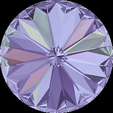 Deze ronde Rivoli steen van Swarovski heeft een puntige achterkant en is te koop bij kralenwinkel Limited Edition in Den Haag in de maat 10mm in de kleur Crystal Vitrail Light Foiled.