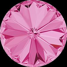 Deze ronde Rivoli steen van Swarovski heeft een puntige achterkant en is te koop bij kralenwinkel Limited Edition in Den Haag in de maat 10mm in de kleur Rose Foiled.