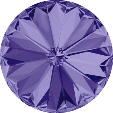 Deze ronde Rivoli steen van Swarovski heeft een puntige achterkant en is te koop bij kralenwinkel Limited Edition in Den Haag in de maat 10mm in de kleur Tanzanite Foiled.