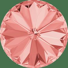 Deze ronde Rivoli steen van Swarovski heeft een puntige achterkant en is te koop bij kralenwinkel Limited Edition in Den Haag in de maat 10mm in de kleur Rose Peach Foiled.
