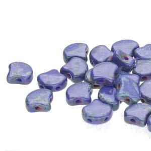 De Ginko glas kraal van Matubo heeft twee gaten en is te koop bij kralenwinkel Limited Edition in Den Haag in de kleur 33050-86800.