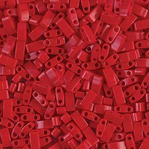 De Miyuki Tila glaskraal heeft twee gaten en is te koop bij kralenwinkel Limited Edition in Den Haag in de kleur 0408.