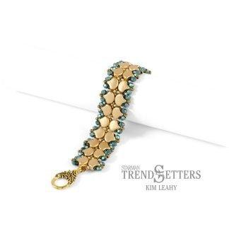 Het gratis rijgpatroon 'Good Tidings Bracelet' is te vinden bij kralenwinkel Limited Edition in Den Haag.