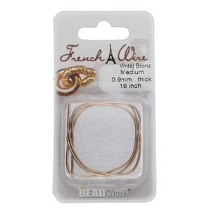 Dit French Wire word vaak gebruikt bij het parelknopen om de draad te beschermen en is te koop bij kralenwinkel Limited Edition in de maat 0.9mm in de kleur vintaj bronze.