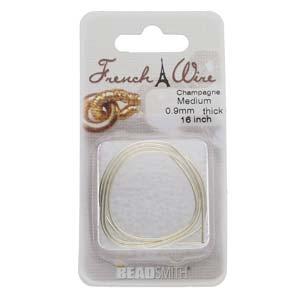 Dit French Wire word vaak gebruikt bij het parelknopen om de draad te beschermen en is te koop bij kralenwinkel Limited Edition in de maat 0.9mm in de kleur champagne.