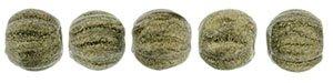 De melon glaskraal is een ronde kraal met inkepingen, is 3mm groot en te koop bij kralenwinkel Limited Edition in de kleur 23980-79080.