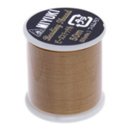 Dit Miyuki beading thread draad is perfect om te gebruiken met kleine kraaltjes en is te koop bij kralenwinkel Limited Edition in Den Haag in de kleur Gold.