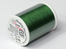 Het rijg draad van Nozue Sonoko is licht elastisch waardoor je mooie bangles kunt maken en is te koop per rol bij kralenwinkel Limited Edition Den Haag in de kleur groen.